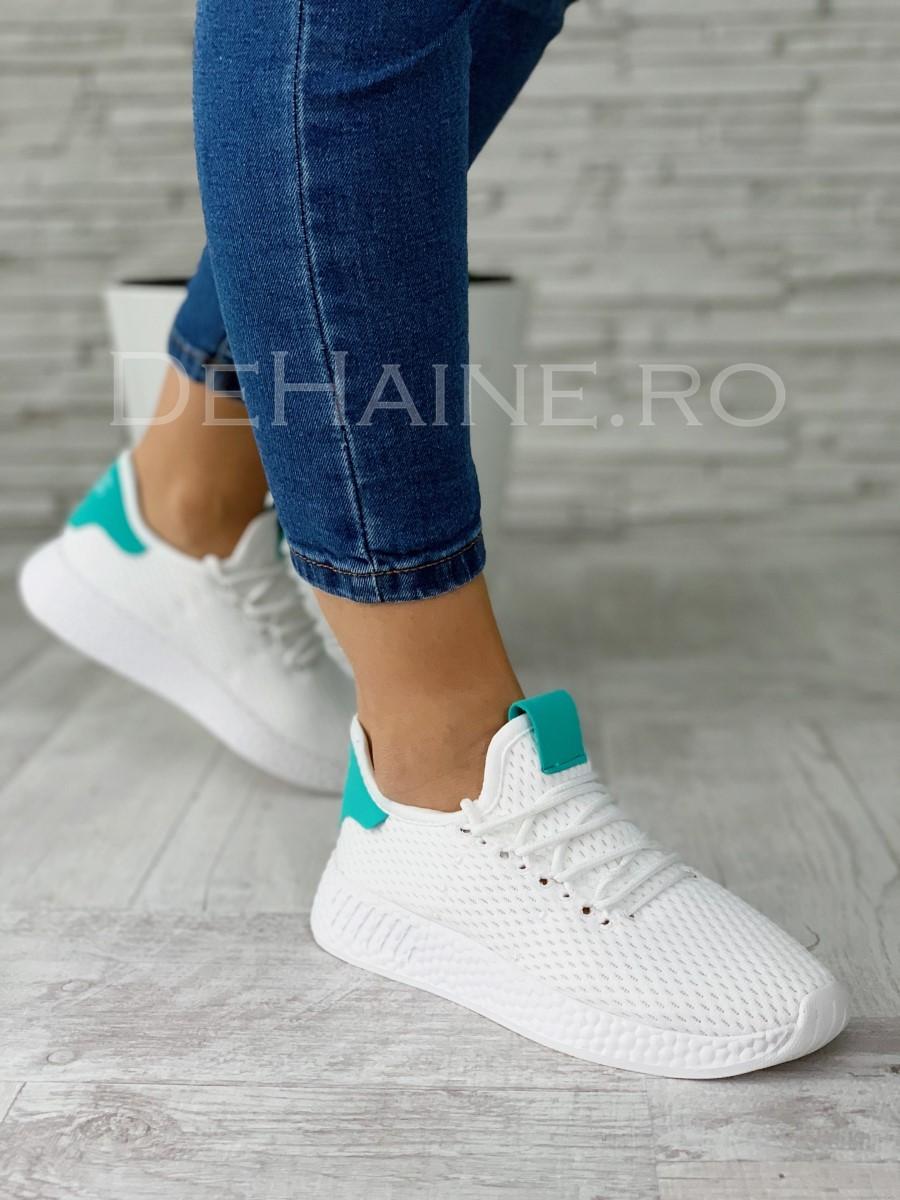 Adidasi dama albi ZR A5582