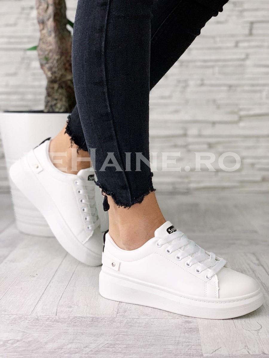 Adidasi dama albi ZR A5524
